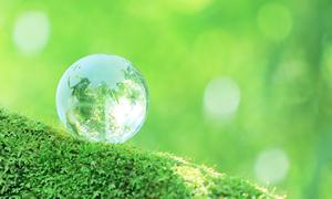 水晶の地球儀と自然